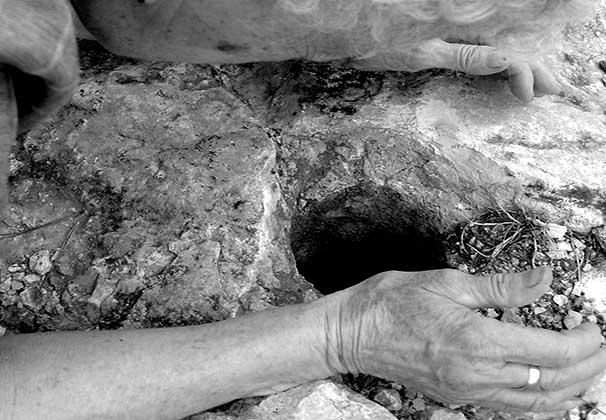 Susurros en un agujero. Rufino Mesa -acció-, 2004