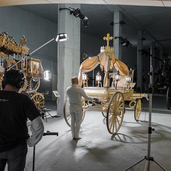 Fotografías de Perfeccionando muerte: Adolf Alcañiz. Confedrama realizada en el Museo de las carrozas fúnebres de Barcelona.