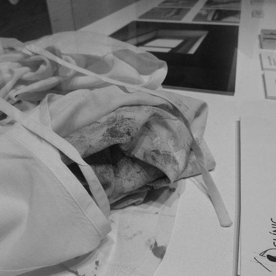 Ulla Blanca Lima, Batas y dibujos, material procedent del període hospitalari d'Ulla Blanca Lima, Hospital Clínic de Barcelona, del 10 al 14 de abril de 2009.